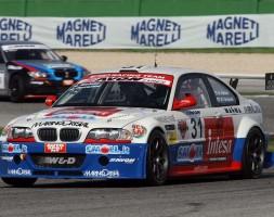 Doppio podio per Ferraresi (leader della classifica); Paolo Meloni-Tresoldi secondi in Gara 1