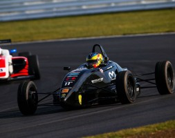 A Silverstone il pilota sammarinese porta a termine tutte e tre le gare in programma