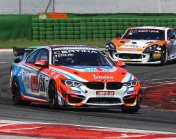 Gara 2 della GT4 European Series condizionata dal contatto causato in partenza da un