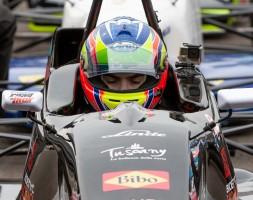 Il pilota sammarinese questo weekend torna in pista nella Formula Ford inglese
