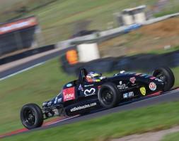 Nella Formula Ford inglese il pilota di San Marino si conferma veloce e regolare