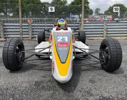A Brands Hatch gara capolavoro del giovane pilota sammarinese