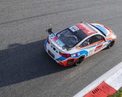 Il sammarinese protagonista nel penultimo appuntamento del Campionato Italiano Gran Turismo Sprint